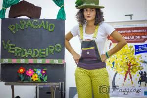 Larissa apresentando o teatro no 1º Festival de Contadores de Histórias de MS