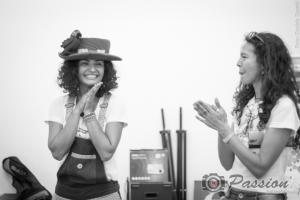 Larissa e Ramona após a primeira apresentacao do teatro